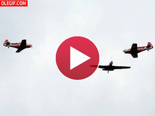 Aviones chocando en el aire