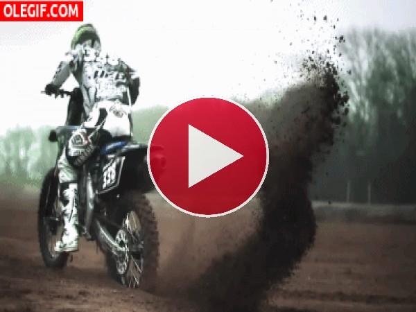 GIF: Motocross en el barro
