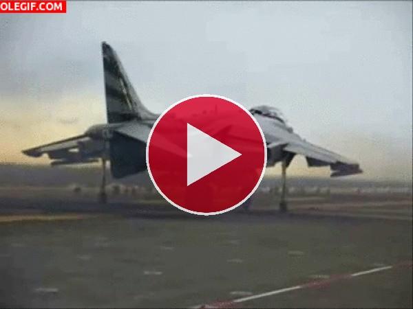 GIF: Avión de combate despegando