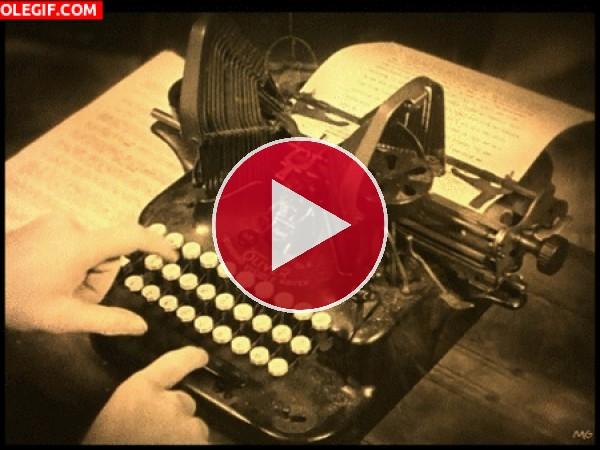 Escribiendo a maquina