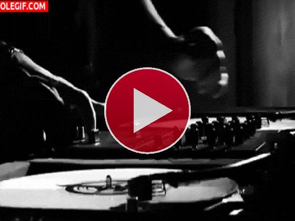 GIF: Mezclando música