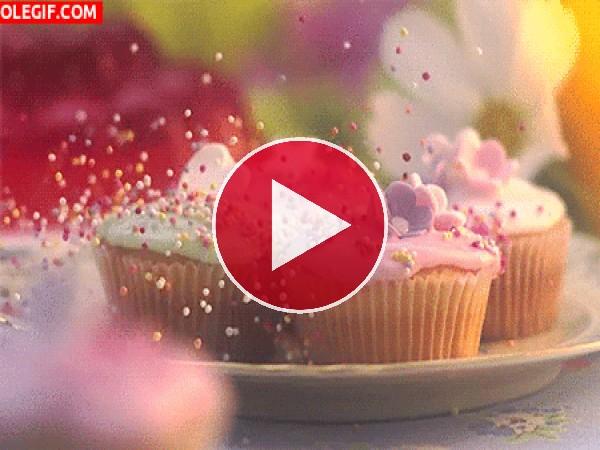 GIF: Decorando unos cupcakes