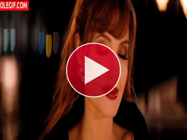 GIF: La hermosa mirada de Angelina Jolie