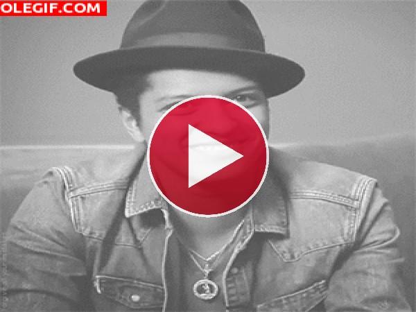 GIF: La sonrisa de Bruno Mars