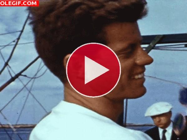GIF: Un joven John F Kennedy