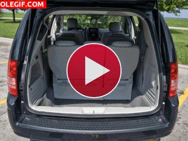 GIF: Desmontando los asientos del coche