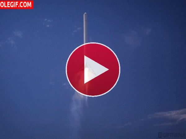 Cohete cayendo a tierra