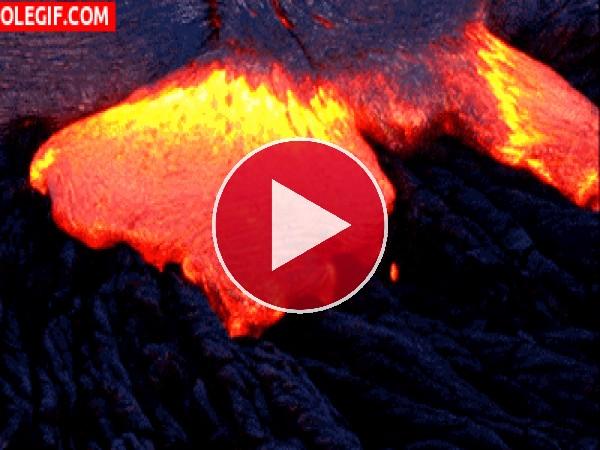 GIF: Lava cubriendo las rocas