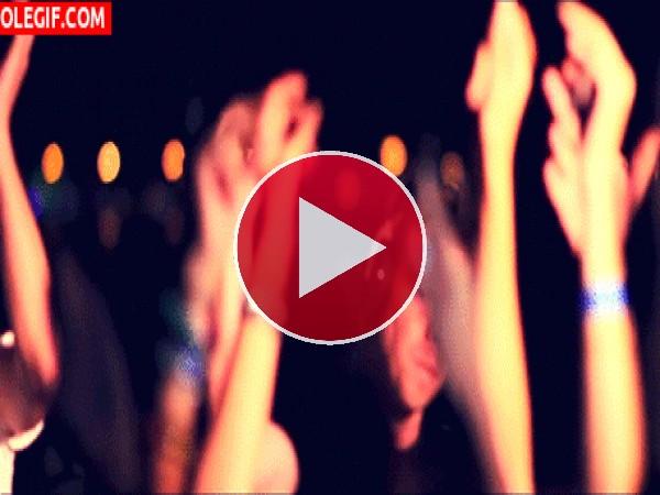 GIF: Viviendo la música