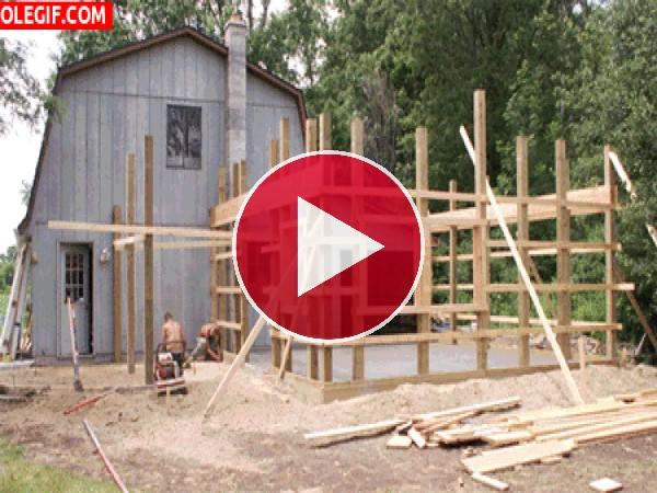 GIF: Construyendo una casa de madera