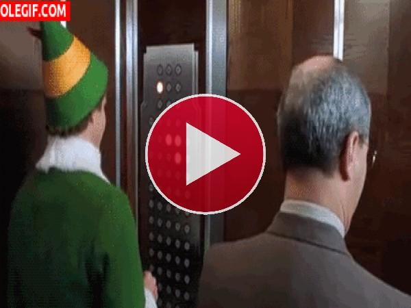GIF: Tocando las narices en el ascensor