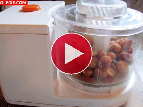 Preparando crema de cacahuetes casera