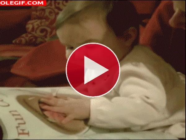 GIF: Este bebé tiene hambre