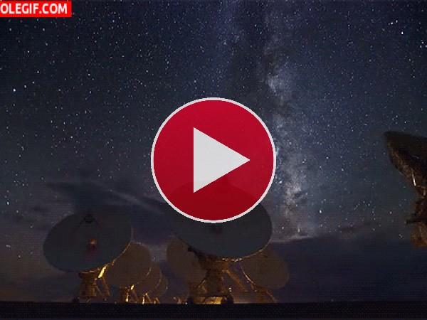 GIF: Observando las estrellas