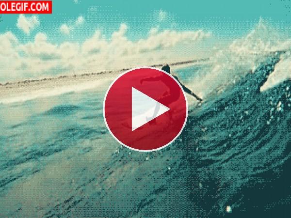 Surfero cogiendo la ola