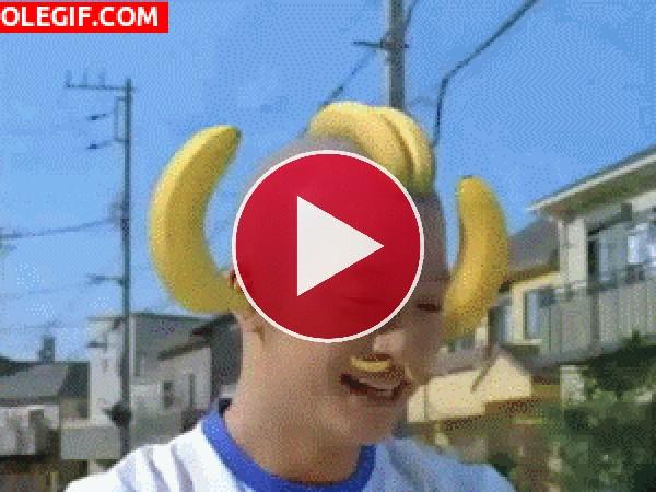 GIF: ¿Quieres unas bananas nena?