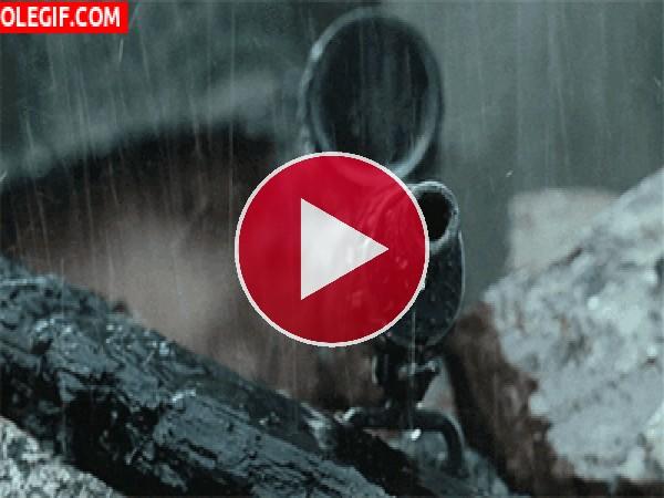 Rifle bajo la lluvia