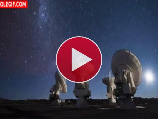 GIF: Observatorio en la noche
