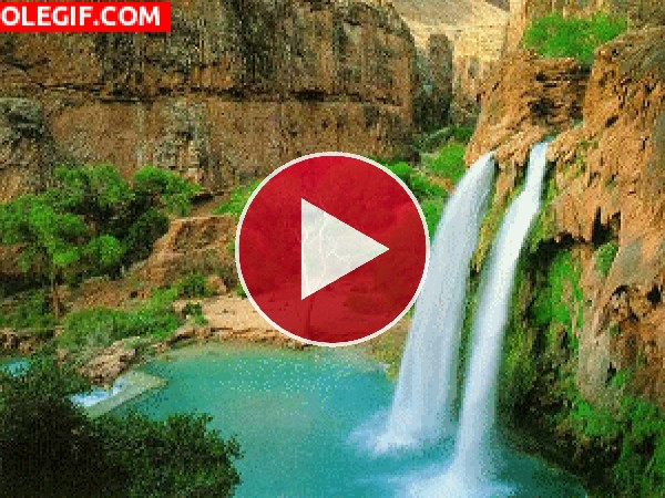 Mira la hermosa cascada del Gran Cañón