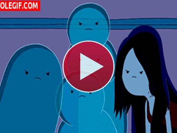 GIF: Viviendo entre fantasmas