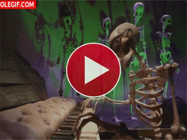 GIF: Esqueleto pianista