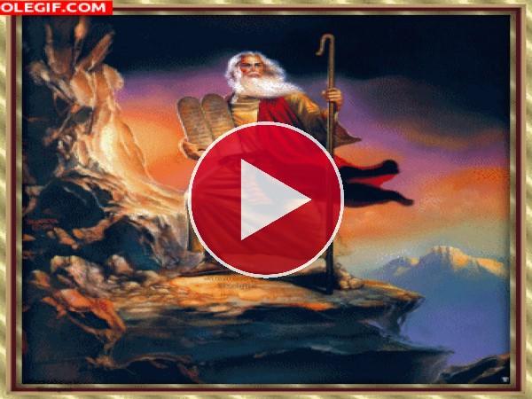 GIF: Moisés con Los Diez Mandamientos