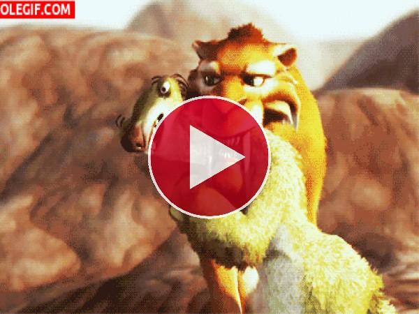 GIF: Diego atrapa a Sid (Ice Age)