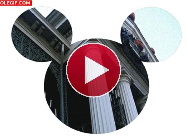 GIF: Mickey Mouse y los parques temáticos de Disney