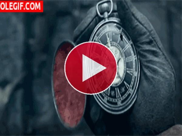 GIF: Antiguo reloj de bolsillo