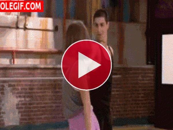 GIF: James y Riley