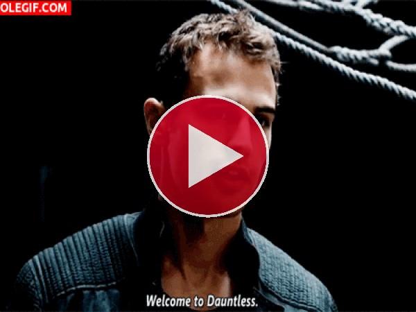 "Theo James: ""Bienvenido a Dauntless"""