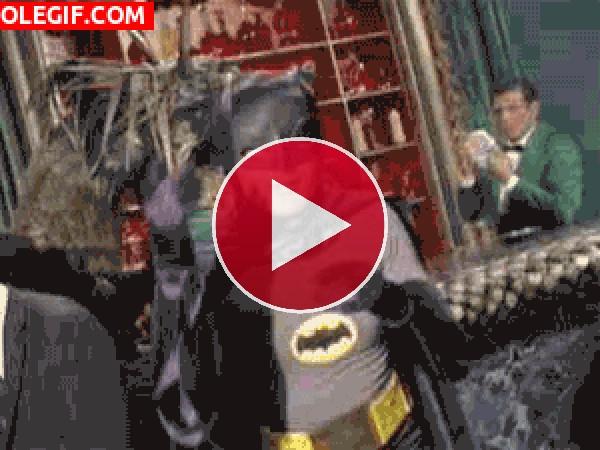 GIF: Batman bailón