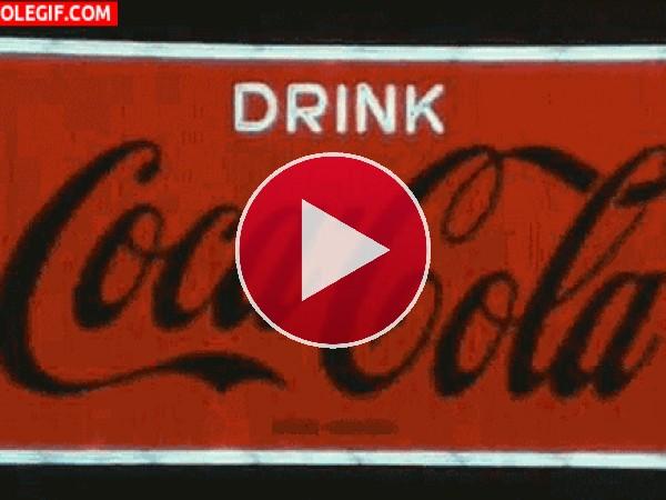 GIF: Bebe Coca-Cola